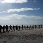 تشکیل زنجیره انسانی در حمایت از دریاچه اورمیه + تصاویر