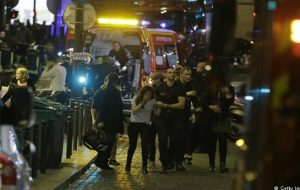 تروریستها پاریس را غرق در خون نمودند
