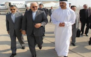 وزیر خارجه امارات خطاب به ظریف: سفارتخانهها را آتش نزنید و دیپلماتها را گروگان نگیرید