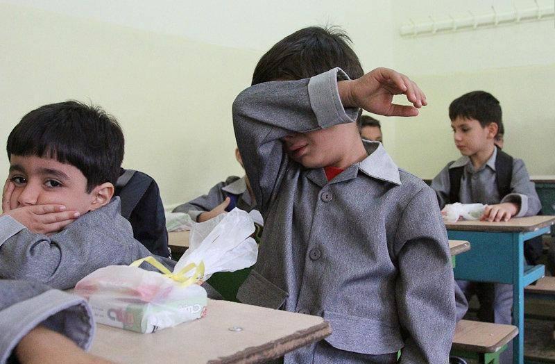 یک روز قبل از اول مهر ماه و هدیه های وافر دولت فاشیستی ایران به کودکان اول دبستانی