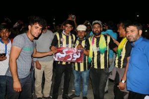 شادی هواداران تراختور بعد از غلبه تیم قشقایی بر پیروزی