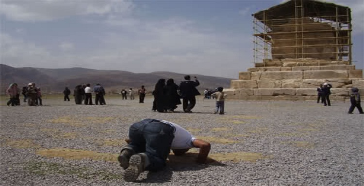 ناسیونالیستهای فارس و بنای پاسارگاد/ آیا بنای پاسارگاد می تواند مقبره کوروش باشد ؟! حسن راشدی