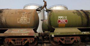 هند واردات نفتی از ایران را کاهش می دهد