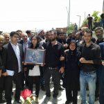 خاکسپاری مبارز ملی آزربایجان عزیز پورولی با حضور هزاران نفر در تبریز
