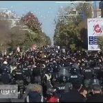 اعتراض به گرانی ۲۰۰ درصدی بنزین مردم را به خیابانها کشید