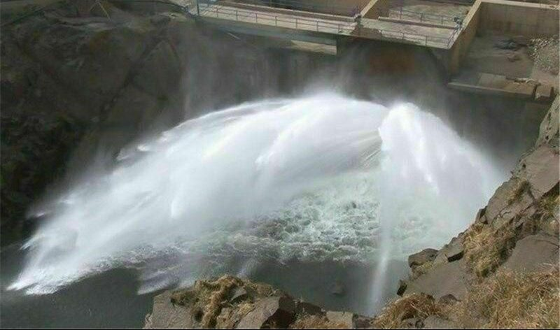 رهاسازی آب از سد شهرچایی به دریاچه اورمیه آغاز شد