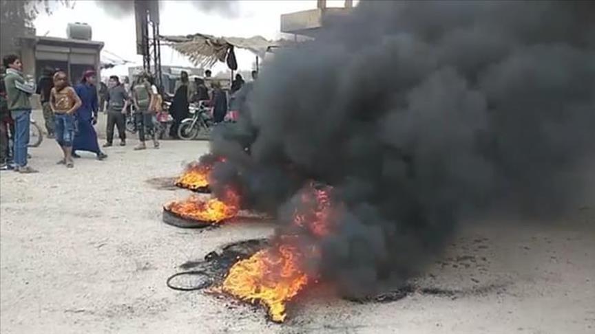 تظاهرات ساکنان عرب دیرالزور علیه ی.پ.گ/پ.ک.ک به دلیل ممانعت از دسترسی آنها به سوخت