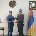 اهدای مدال توسط ورزشکار ایرانی به نظامیان اشغالگر ارمنی